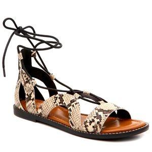 Flat sandal. NEW
